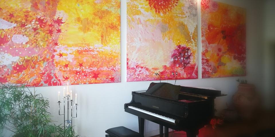 Salon Moon. Farbenfrohe Bilder treffen auf Klassik
